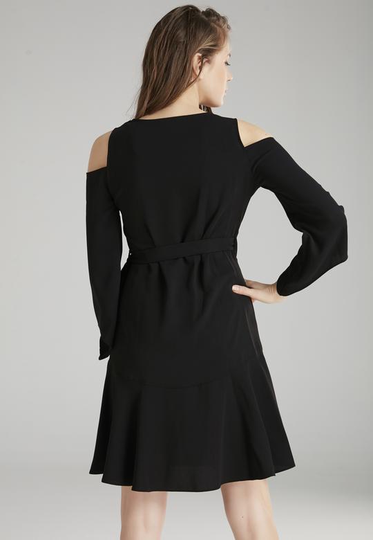 Omzu Açık Elbise