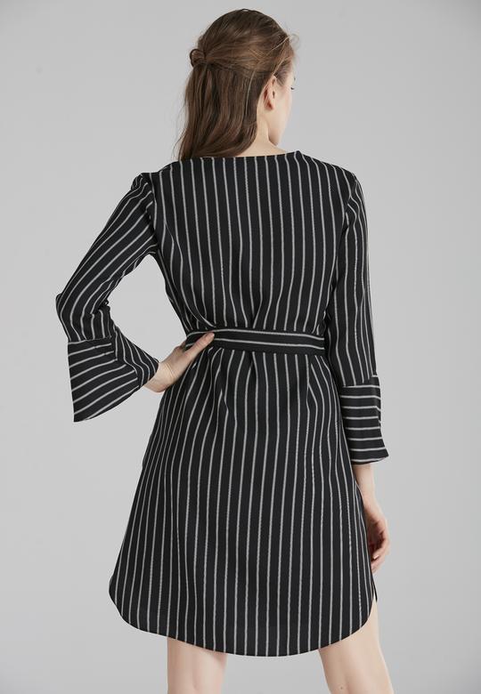 Önden Bağcıklı Elbise