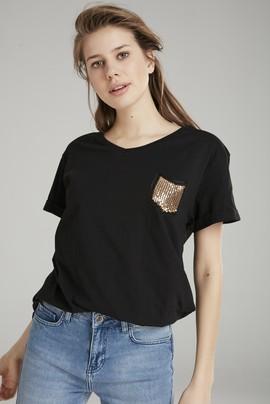 Pul Detaylı Tişört