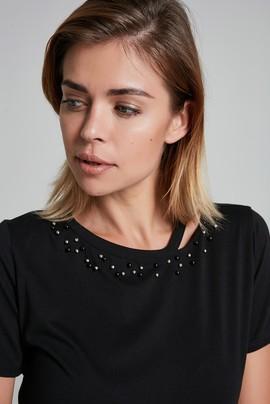 Yakası İşlemeli Tişört