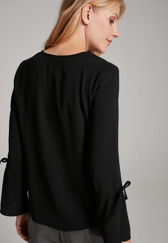 Kolları Bagcıklı Bluz