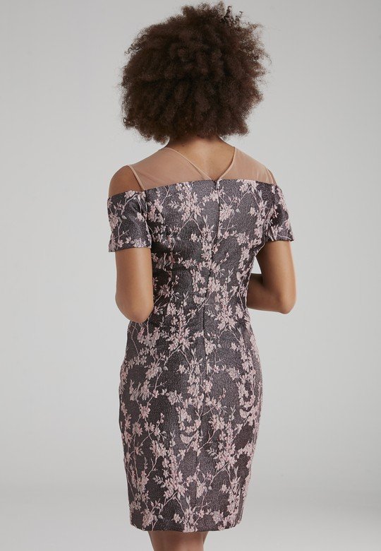 Omuzları Açık Elbise