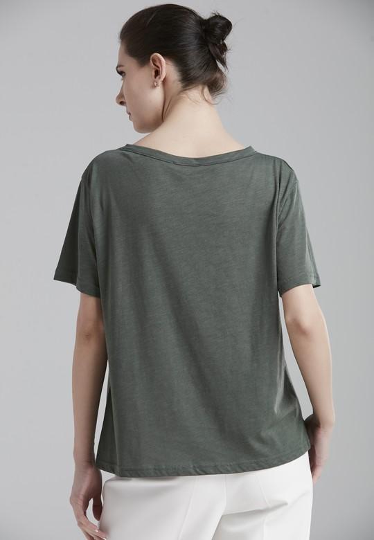 Açık Yakalı Tişört