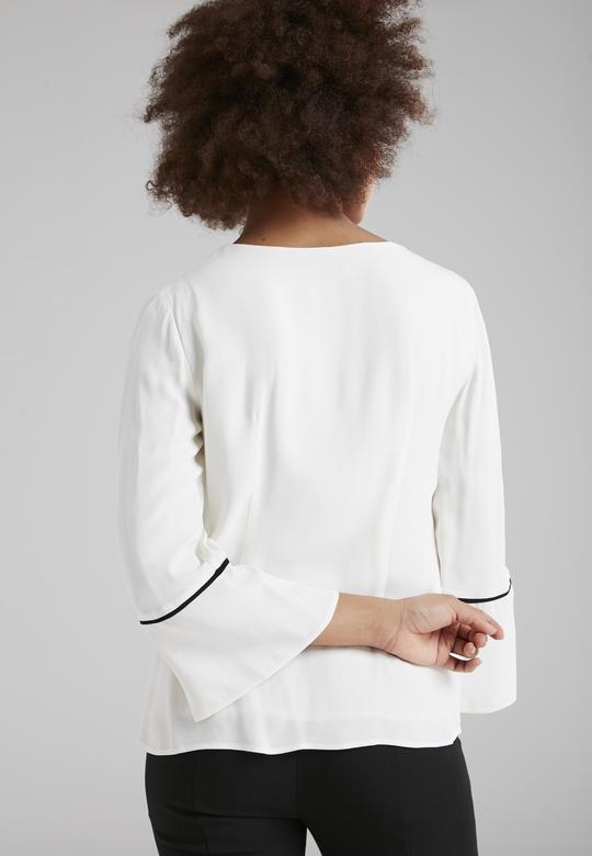 Kolu Yırtmaçlı Bluz