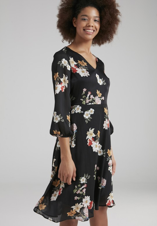 V Yakalı Elbise