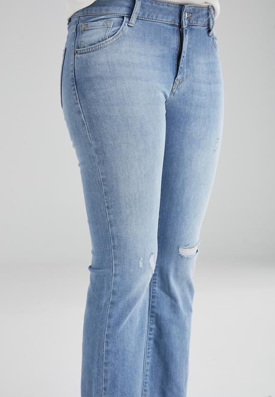 Paçası Yıpratmalı Jean
