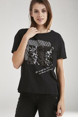Pul İşlemeli Tişört