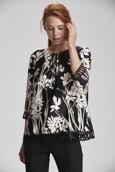 Yakası Bağcıklı Desenli Bluz