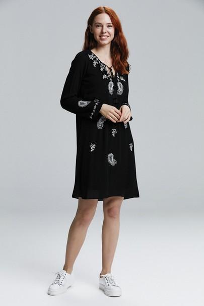 Uzun Kol Nakışlı Elbise