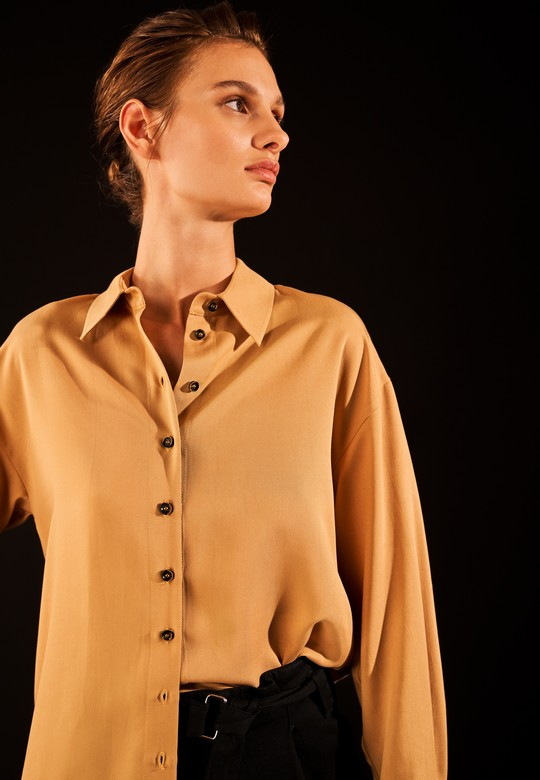 Düğmeli Manşetli Gömlek