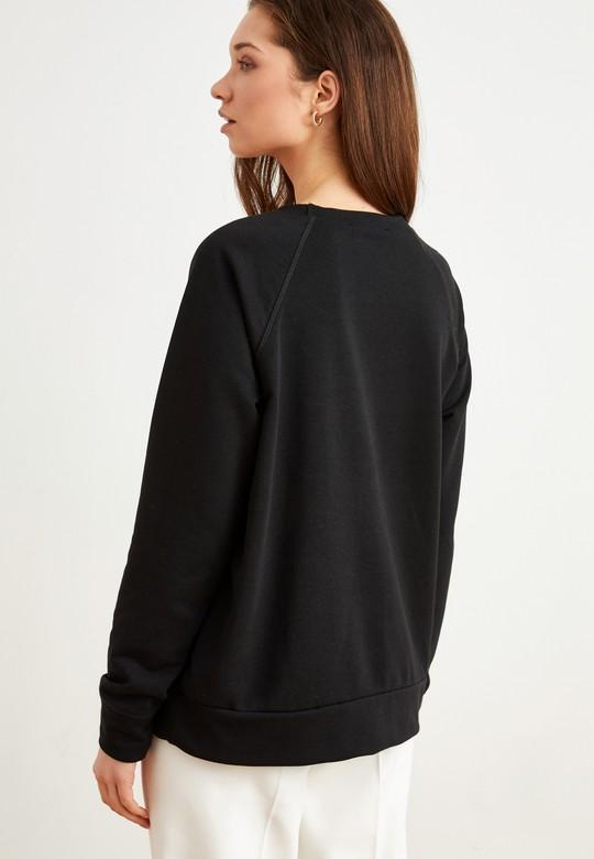 Yakası  Aksesuar Detaylı Sweatshirt