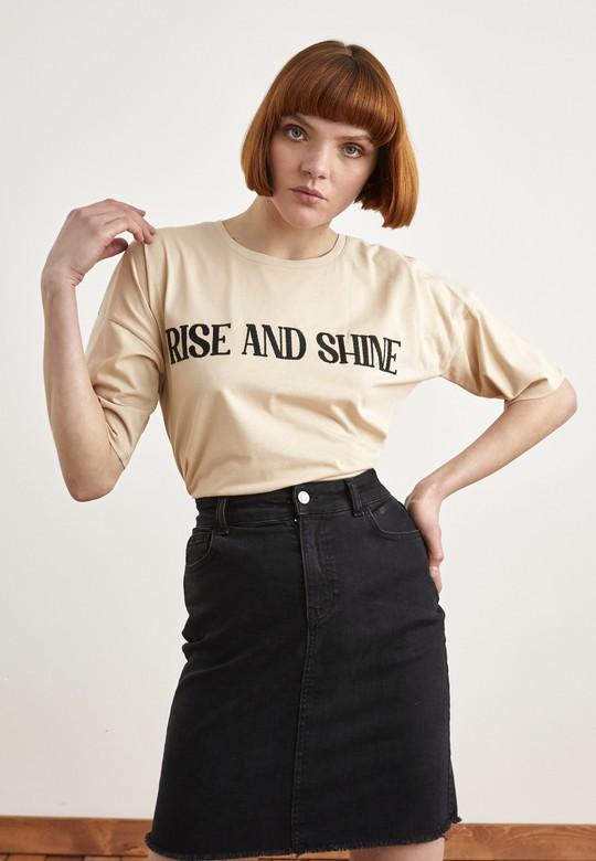 Önü Nakışlı Tişört