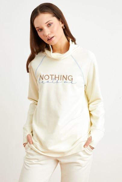 Dik Yaka Nakışlı Sweatshirt