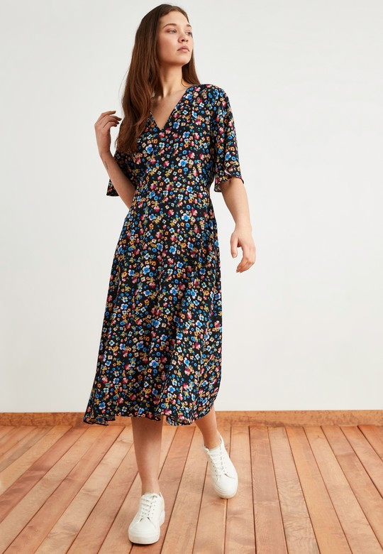 Floral Desenli Volanlı Elbise
