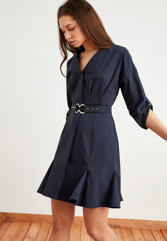 Volanlı Kemeri Metal Tokalı V Yaka Elbise