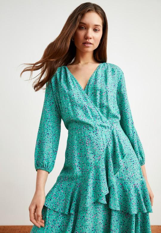 V Yaka Desenli Volanlı Elbise