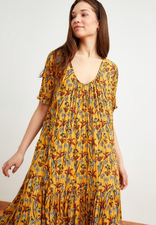 Kısa Kol Desenli Pliseli Elbise