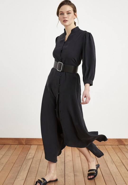 Dik Yakalı Uzun Elbise