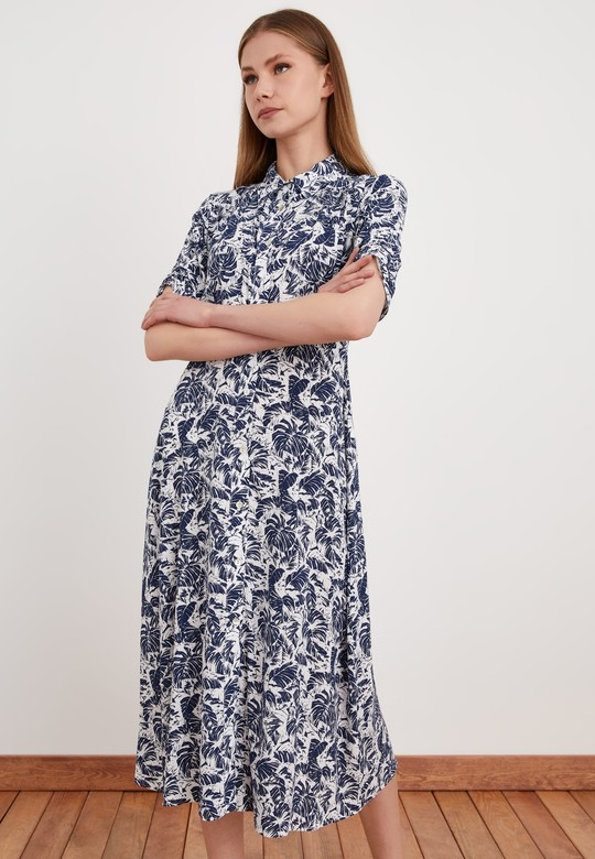 Büzgü Detaylı Desenli Elbise