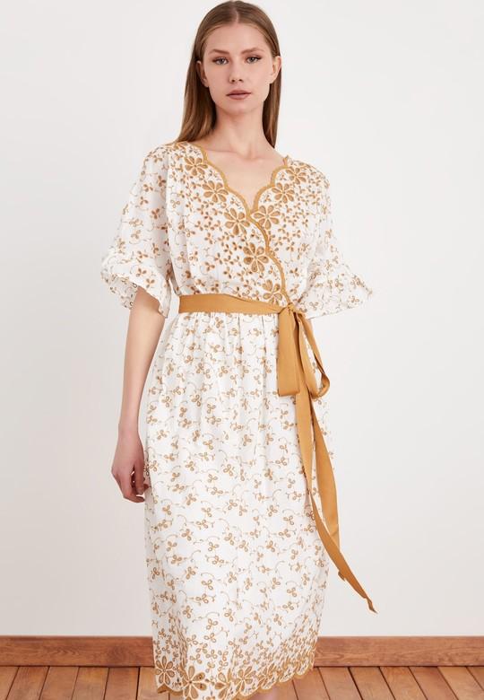 Beli Kuşaklı Kruvaze Brode Elbise