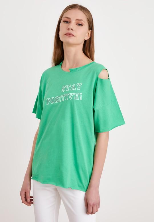 Kesik Detaylı Nakışlı Tişört