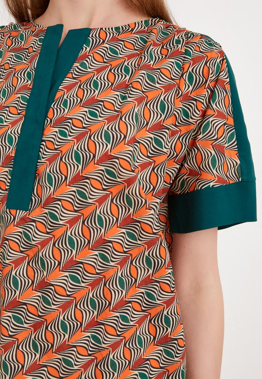 Kolları ve Yakası Garnili Desenli Bluz