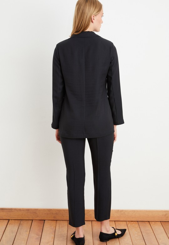 Yırtmaçlı Uzun Ceket