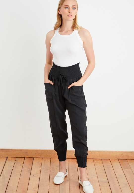 Paçası ve Beli Lastikli Pantolon