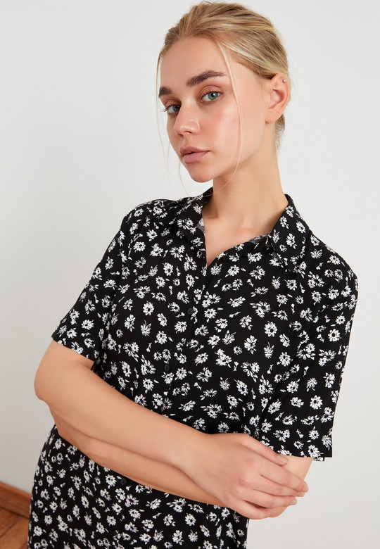 Önden Düğmeli Desenli Gömlek Elbise