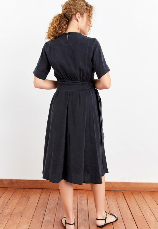 Pilili Beli Bağlamalı Elbise